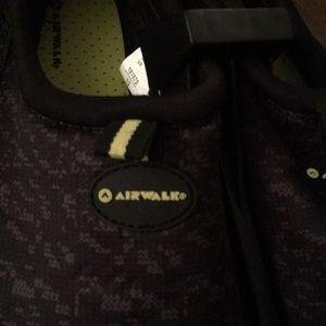 Airwalk Swim - Youth Boys size 4/5 or women's size 7 water shoe.